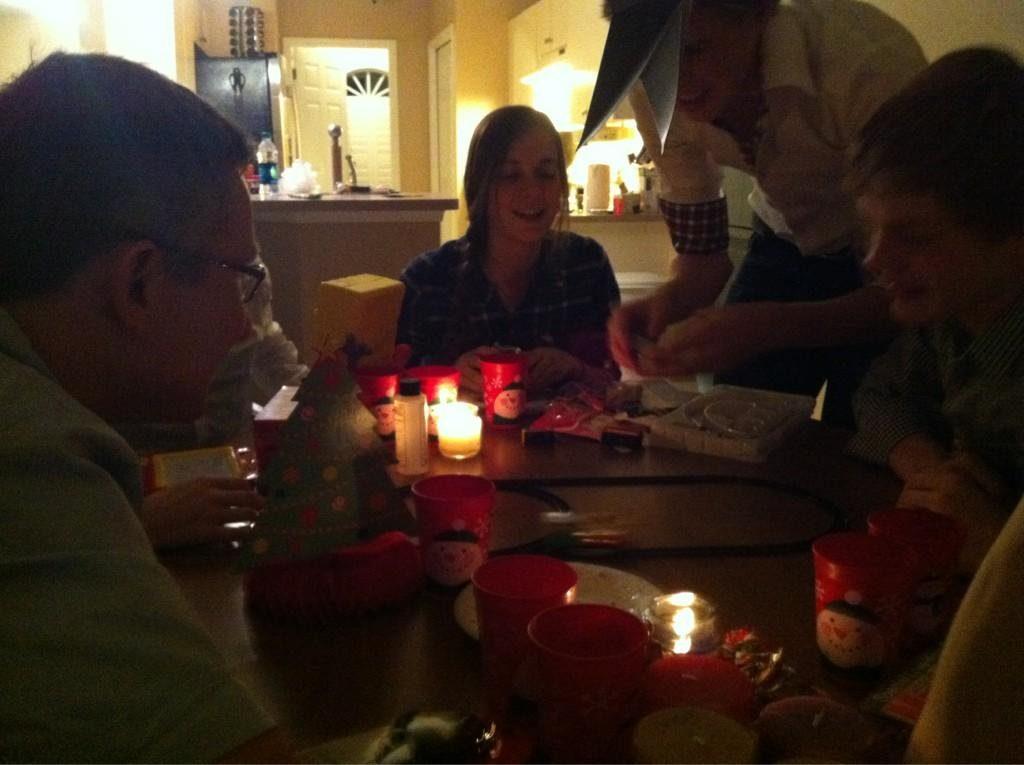 Gezellige kerstviering! Iedereen is zoet nu met de cadeautjes 2012