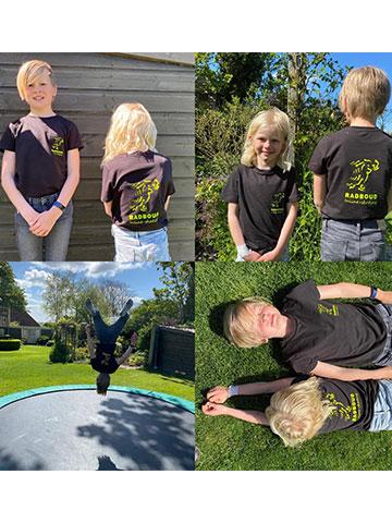 Kinderen Prijs: €18,-  Volwassenen Prijs: €18,-50 Nu ook Radboud T-shirts verkrijgbaar. Je kan ze aandoen met het skaten, of gewoon om te zonnen of op de trampoline en ze worden zelfs gebruikt voor naar het slapen gaan...